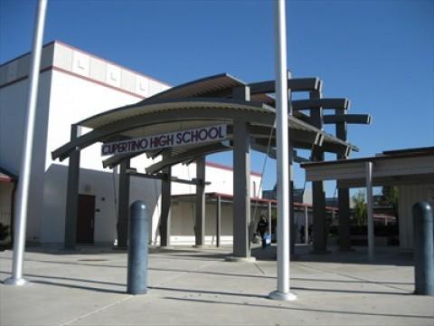 阻止在Cupertino高中校园建设无线发射塔的努力
