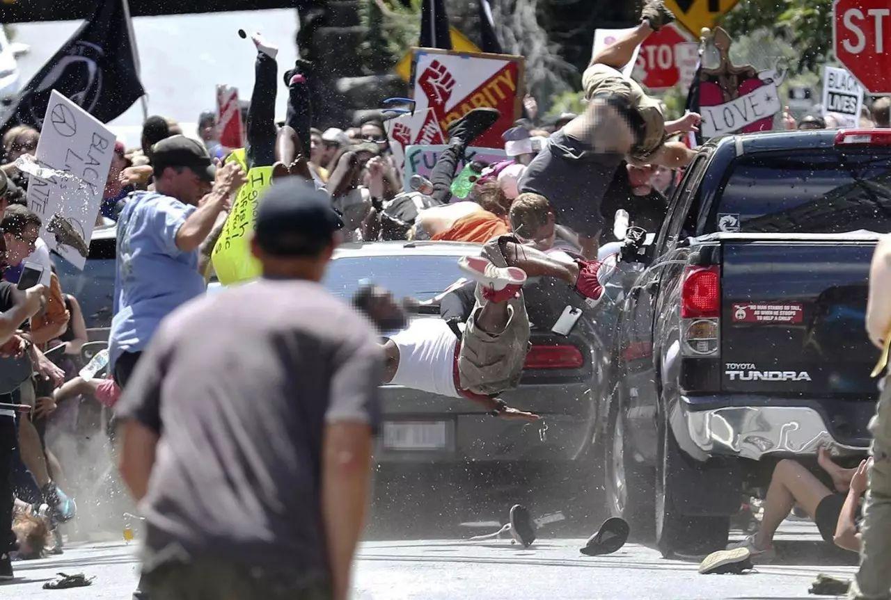 图姐   美国暗黑一页:最大仇恨游行造成1死26伤