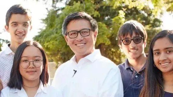 成功挑战施瓦辛格的人:一场将鼓舞华裔青少年的竞选