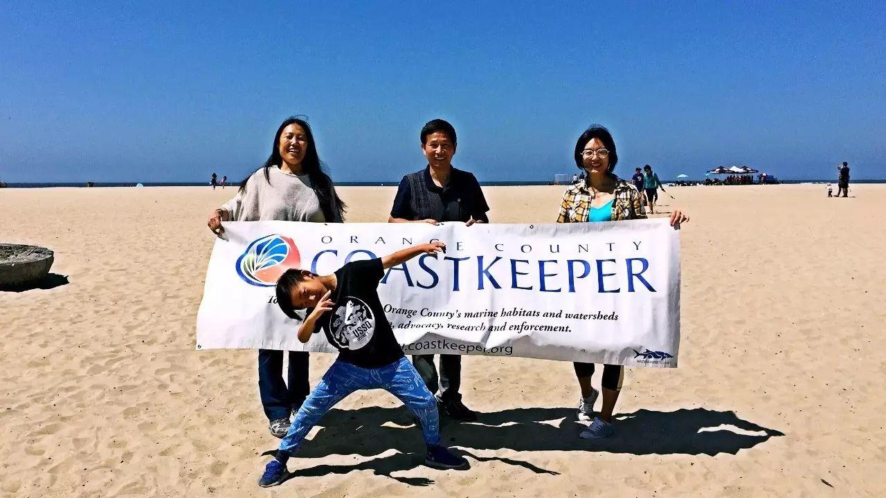 保护海洋,我们在行动!南加华人积极参与亨廷顿海滩环保活动