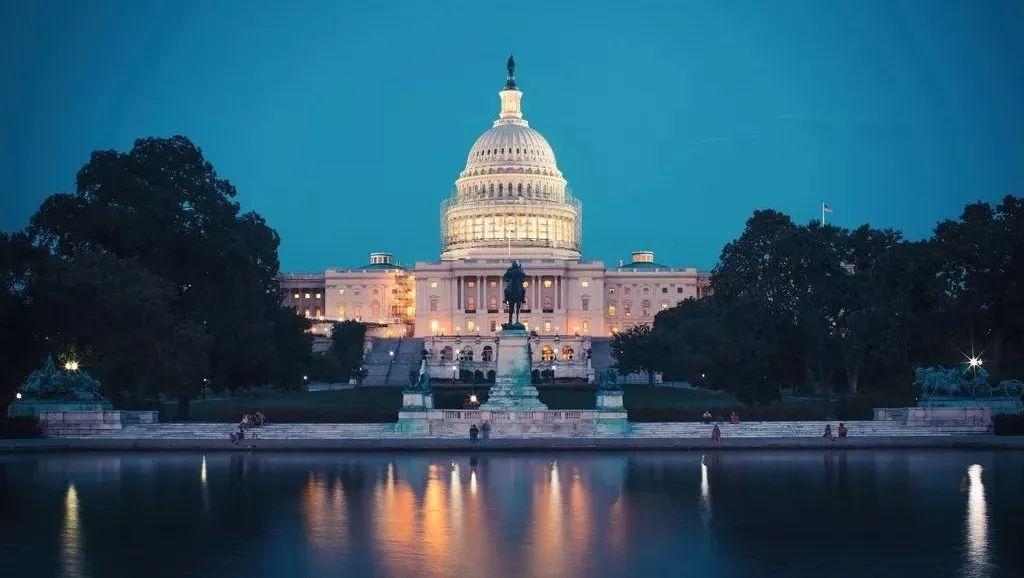 美国联邦政府关门第二天,共和党民主党掀起口水大战