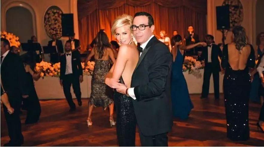 川普税改主设计师—财政部长莫辛和他的新婚明星娇妻