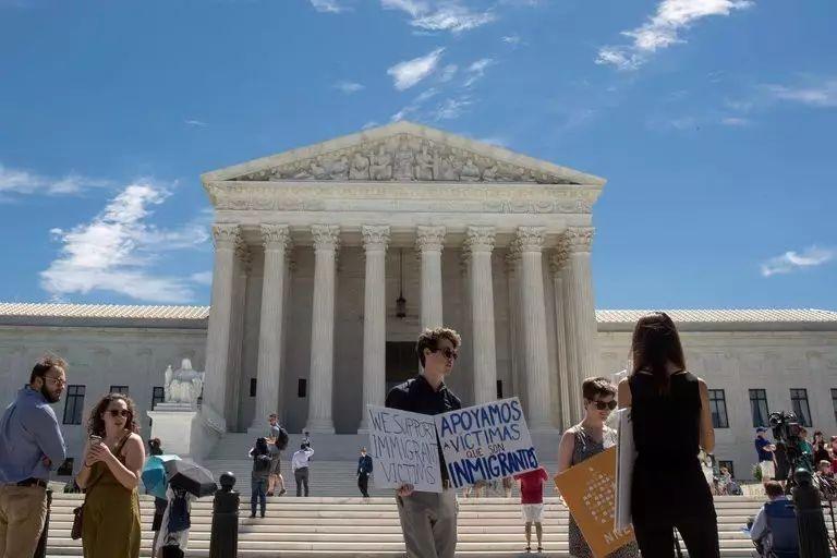 图姐 | 高院:部分放行旅行禁令/肯尼迪大法官或将退休/同性婚姻案引发关注