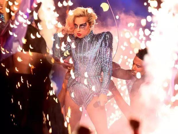 秀外慧中 — Lady Gaga的超级碗中场秀