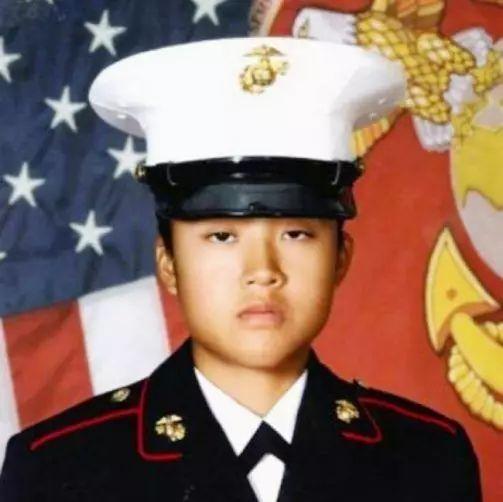 凋零的华裔美国海军陆战队之花回家了……