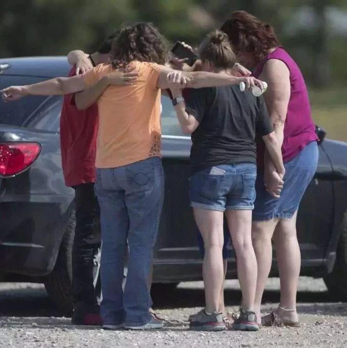 造成10人死亡的德州圣塔菲高中枪击案凶手身份公开 | 图姐