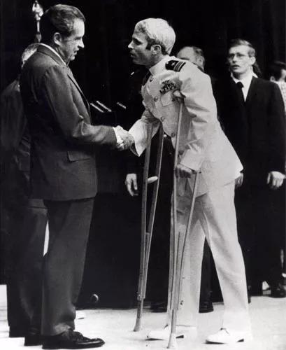 最后的勇者 —— 纪念择善固执的麦凯恩