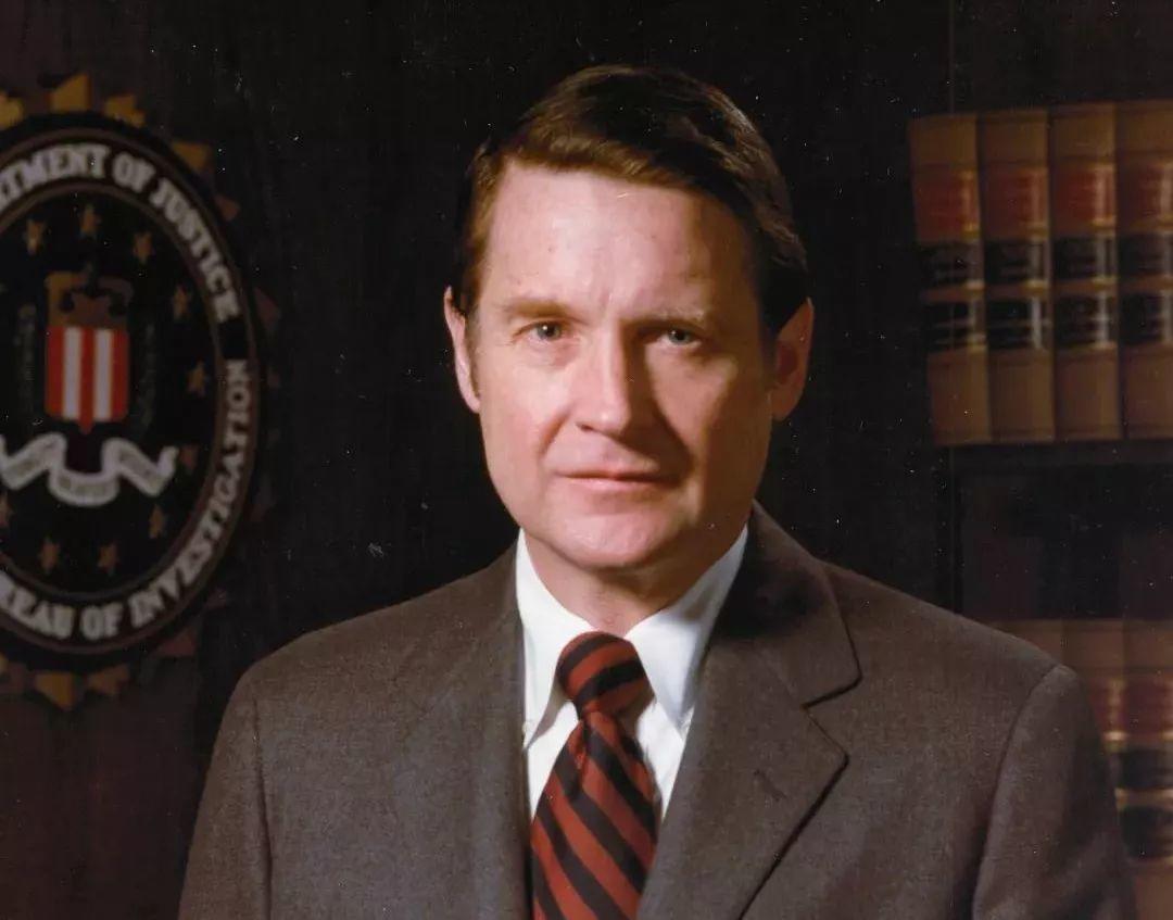 敲诈前FBI/CIA双料局长,骗子把自己坑进了监狱!