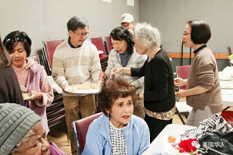 新春快闪:一场尽情显摆的社区饺子宴