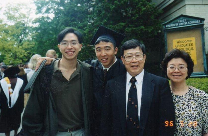 华裔美国总统候选人杨安泽著作中文版隆重推出